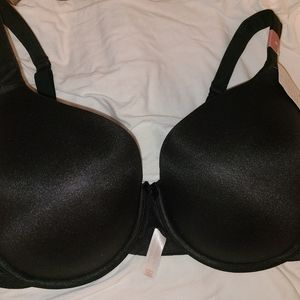 2 NEW LIGHTLY LINED T-SHIRT BRAS (SIZE 46C)